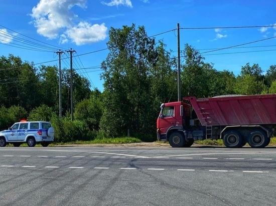 Пьяного водителя грузовика поймали сотрудники ГИБДД в Карелии