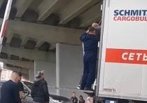 Парень фотографировался на мосту: полиция прокомментировала падение человека на грузовик в Новом Уренгое