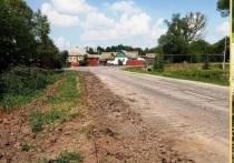 В селе Почаево Грайворонского района строят тротуар вдоль дороги