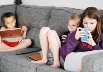 Детки в Сетке: как псковским родителям спасти юных зумеров