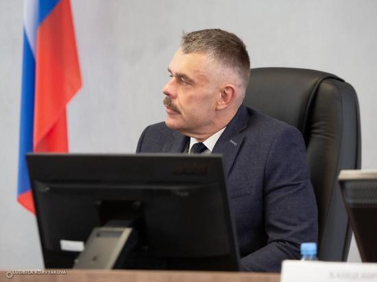 Мэр Петрозаводска возмущен поведением водителя автобуса, который не выпускал ребенка