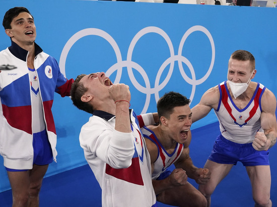 Российские гимнасты взяли золото Олимпиады в командном многоборье