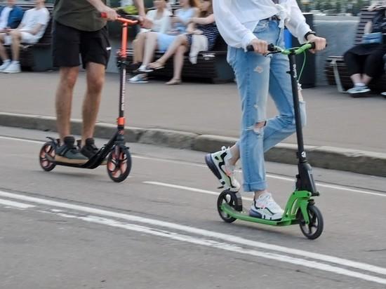 В Москве самокатчик гнал по трассе на 70 км/ч