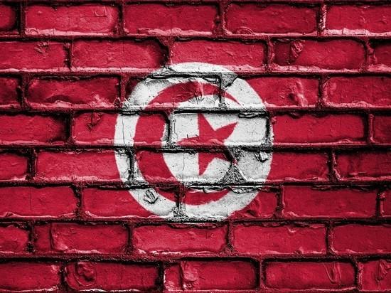 Президент Туниса ввел комендантский час