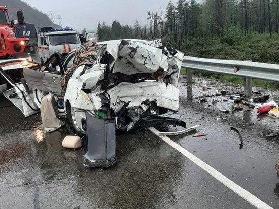 Два человека погибли из-за непогоды в аварии на трассе Колыма