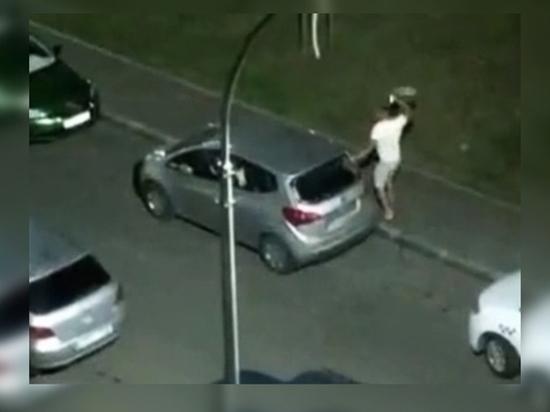 Ростовчанин «избил» припаркованную в Суворовском иномарку
