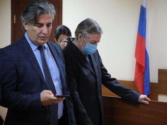 Бывший адвокат актера Михаила Ефремова Эльман Пашаев уже давно не представляет интересы артиста, однако продолжает следить за его судьбой в колонии, а также общаться с окружением арестанта