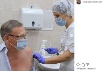 Губернатор Омской области завершил вакцинацию от короанвируса