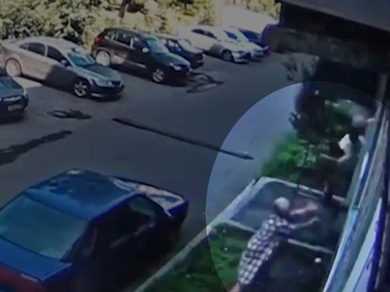 Life Shot сообщает подробности о ЧП в Новокузнецке, где пенсионерка поймала выпавшего из окна младенца