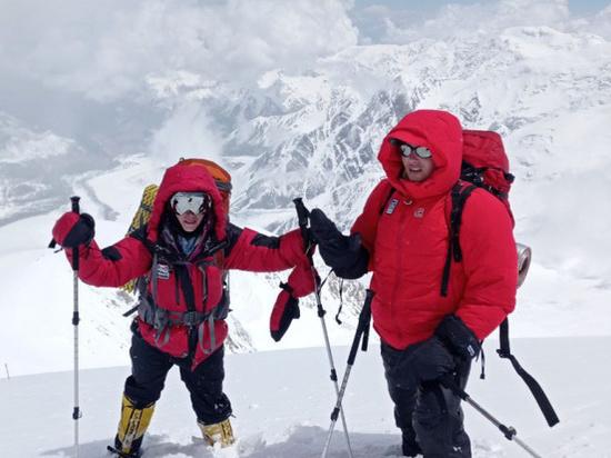 Лавину в горах Памира пережил слепой альпнист из Томска