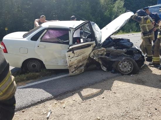 В Волжске столкнулись Лада Приора и Lexus