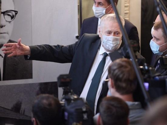 Жириновский призвал усилить меры против политиков-антипрививочников