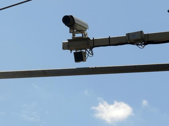 Более полутысячи автомобилистов, которые разговаривают за рулем по телефону, ежемесячно «ловят» московские комплексы видеофиксации