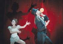 Новый худрук театра Романа Виктюка Денис Азаров начал свою деятельность с продолжения художественной линии Мастера, ушедшего от нас в прошлом году