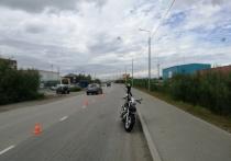 Пострадал водитель: мотоцикл опрокинулся на дороге в Салехарде