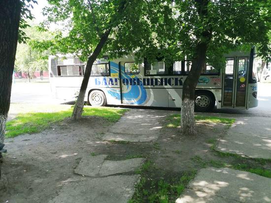 Некоторые благовещенские автобусы изменят схемы движения из-за временного закрытия перекрестка