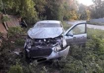 В Оренбурге на улице Соболева Гора водитель врезался в забор дома