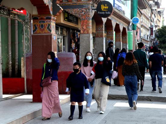 Как за неделю в Бутане от COVID-19 привили почти всех жителей