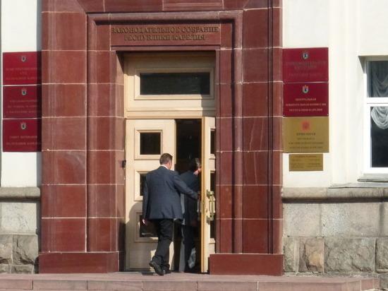 Карельским парламентариям не объяснили, кто координирует все противопожарные силы