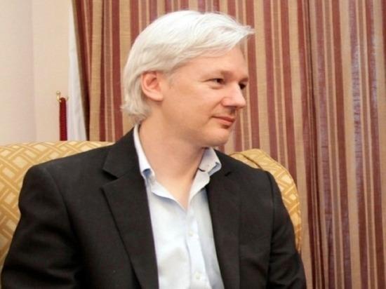 Основатель WikiLeaks Ассанж лишился гражданства Эквадора