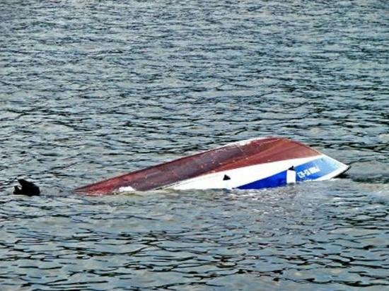 Сообщение о перевернувшейся в Мезенской губе моторной лодке поступило в службу спасения вчера ночью.