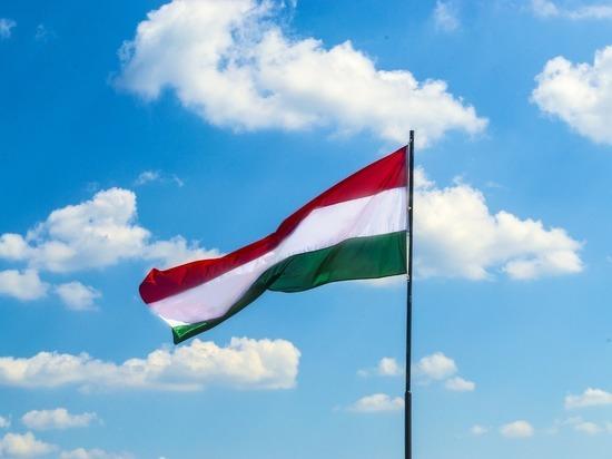 Туристам рассказали, когда можно будет подать документы на визу в Венгрию