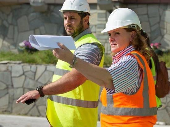 На протяжении последних семи лет народные избранники регулярно проверяют качество ремонта дорожного покрытия на улицах города, и эта работа дает положительные результаты