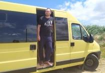 Семья из Челябинска превратила микроавтобус в дом на колесах