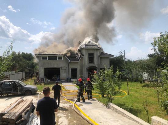 На Украине спортивный самолет упал на дом, погибли 4 человека