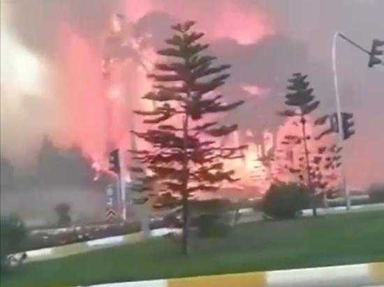 В Турции лесные пожары уже видны отдыхающим на морских курортах