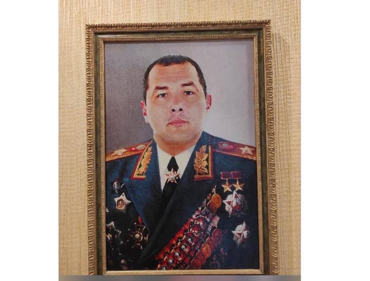 В Таганроге задержали сотрудника ГИБДД: маршальский портрет, автомобили, пачки денег