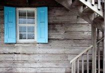 41-летняя жительница Дедовичского района залезла в чужой дом