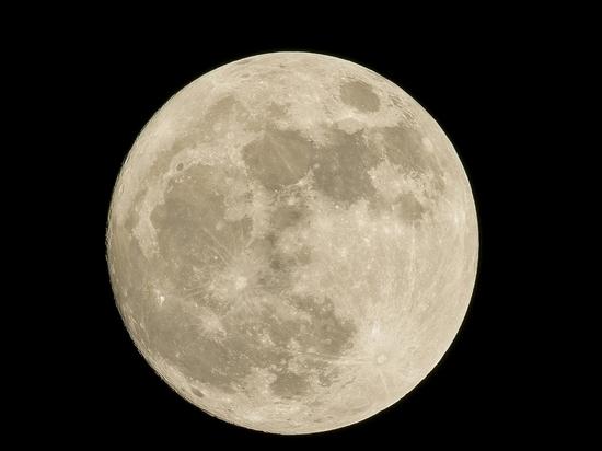 Таймлапс полной Луны над домами Красноярска вызвал восторг в Сети