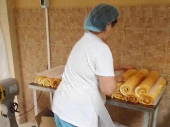 В калмыцком интернате пекут свой хлеб