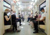 Мужчин и женщин в метро предложили разделить по разным вагонам