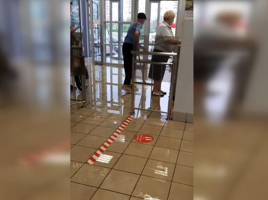 Станцию «Рыбацкое» затопило во время ливня