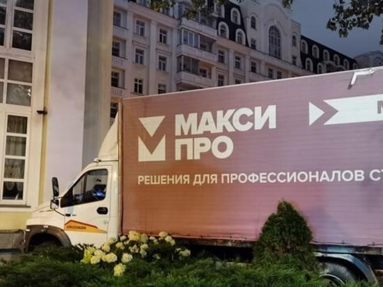 В Москве грузовик протаранил здание Центра оперного пения Вишневской