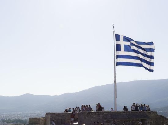 В ряде городов Греции прошли митинги против обязательной вакцинации от COVID-19