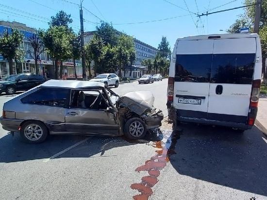 В автоаварии с маршруткой в Йошкар-Оле пострадала 20-летняя девушка