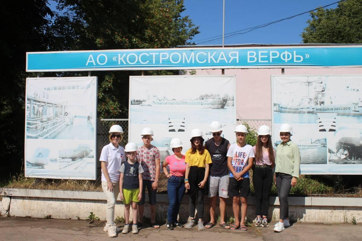 «Молодая Гвардия Единой России» провела для воспитанников Волжского детского дома экскурсию на Костромскую судоверфь