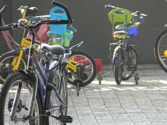 На пешеходном переходе у ЦУМа в Барнауле сбили велосипедиста