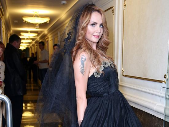 Певица МакSим (Марина Абросимова) с момента своей госпитализации несколько раз вводили в искусственную кому, накануне стало известно, что ее снова ввели в это состояние
