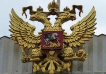 В одном из продуктовых супермаркетов Киева чересчур активные граждане увидели мужчину в футболке с гербом России и заставили парня уйти в подсобное помещение и немедленно переодеться