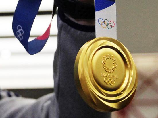 Олимпийцы рассказали, почему кусают свои медали