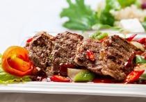 Врач-терапевт Надежда Чернышова прокомментировала заявление врача-онколога Ивана Карасева, который назвал употребление красного мяса фактором, способствующим развитию рака кишечника