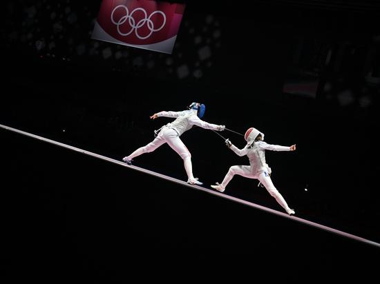 В финале женского командного первенства по рапире на Олимпийских играх в Токио российская команда встретилась с командой Франции, одержав победу со счетом 45:34, сообщается в социальных сетях ОКР