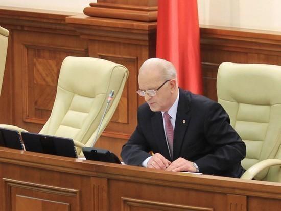 Старейший депутат Эдуард Смирнов открыл учредительное заседание парламента