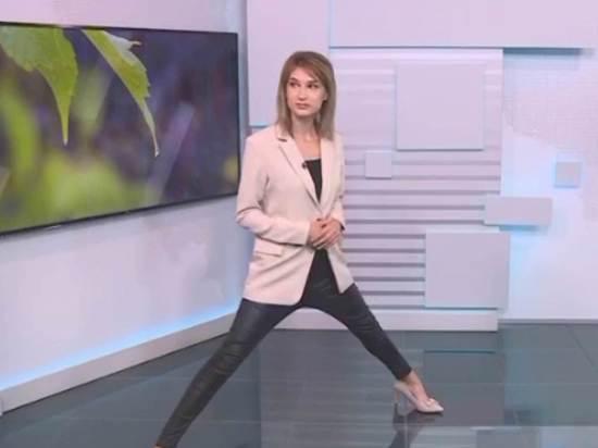 """Сегодня на ГТРК """"Башкортостан"""" вышел сюжет с прогнозом погоды, в котором телеведущая Евгения Андреева предстала в странной позе - с широко расставленными ногами, как будто собиралась сделать шпагат"""