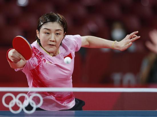 За золотую медаль в настольном теннисе сразились две китаянки