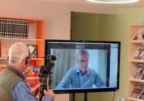 Губернатор Кировской области онлайн открыл модельную библиотеку